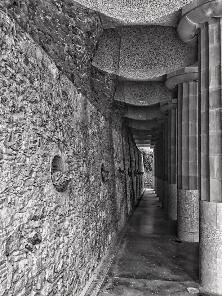 PARK GÜELL: Passageway Barcelona Gaudi