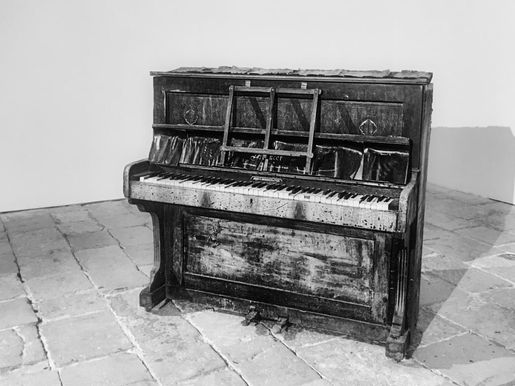 monochrome, music,